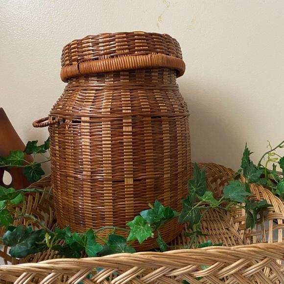 MOVING 10/25 SALE    Large Wicker Vase Basket with Lid